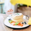 Original Pancakes w Hokkaido Strawberry Ice Cream [S$19.90++] ・ Decorated with vintage furnitures and flowers, @CafeDeNicolesFlower interior is 💯 Best part is, flower scent is barely detectable.
