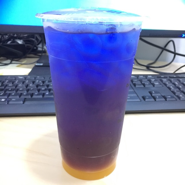 Butterfly Pea Drink With passion fruit