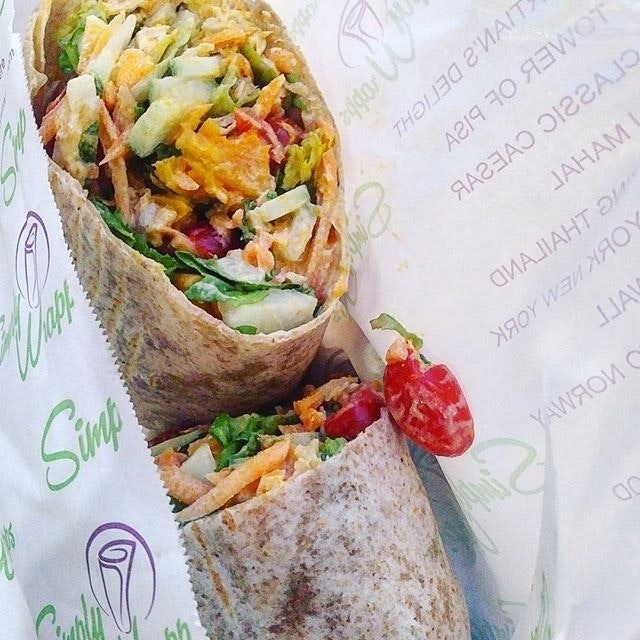 7.9/10  Customizable wraps that comes packed fully with toppings almost about to explode.