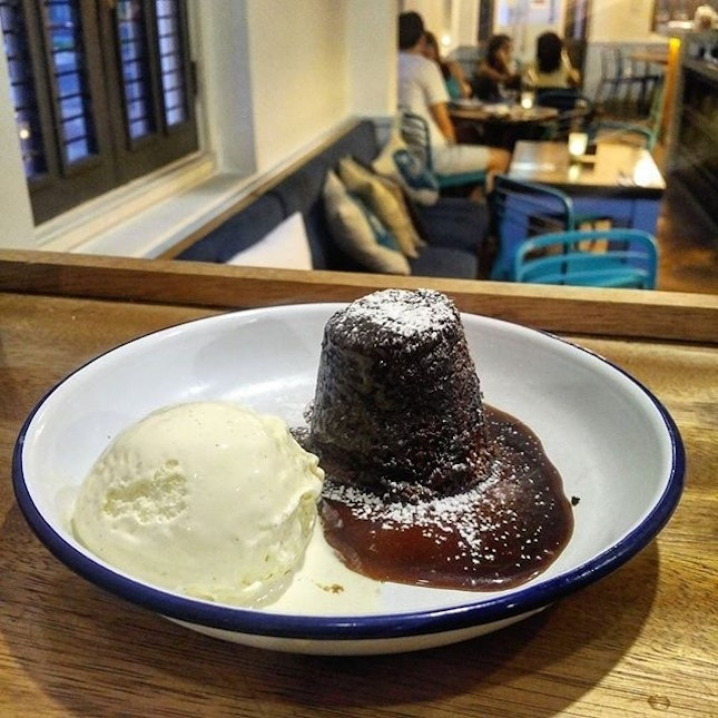 8.0/10  Crazy good sticky date pudding here though the ice-cream to sticky date ratio is off.