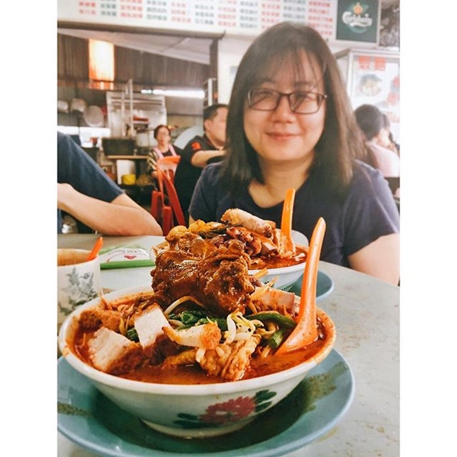 2 hours for this bowl of curry noodles | Arrived at 645am, ordered at 710am, we were number 28, served at 845am 😪 Hair was too messy but couldn't wait to dig in despite stuffing myself with toast while waiting.
