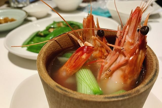 Putian 🦋🦋🦋 #putian #michelin #michelinstar #foodie #foodporn #foodiegram #prawns #cockles #pigtrotters #weekday #wednesday #nightlife #nightout #dinner #finedining #chinesefood #chinesecuisine #exploresingapore #sgig #igsg #burpple #burpplesg
