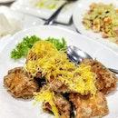 金沙鸡 Salted Egg Yolk Chicken @ 三人行 The Good Trio #saltedegg #saltedeggyolk #chicken #chinesefood #dinner #jurongeast #jcube #TheGoodTrio #food #foodie #foodies #sgfood #sgfoodies #sg #singapore #burpple #burrplesg