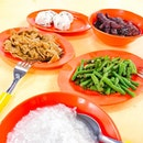 whenever 安湖 cooked food stall is not open , this Lai Heng cooked food stall becomes long Q .