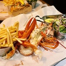 A deliSEAcious treat after enjoying the breeze up at Genting 🦞 •  All the way from the UK, serving only three main dishes with chips and salad; prime cut burgers, lobster rolls and fresh Canadian lobsters #highlyRAEted •  The Original RM168 • Seven Samurai Lobster Roll RM98 •  #burgerandlobster #skyavenue #genting #lobster #lobsterroll #burpple #burpplekl #eatnowkl