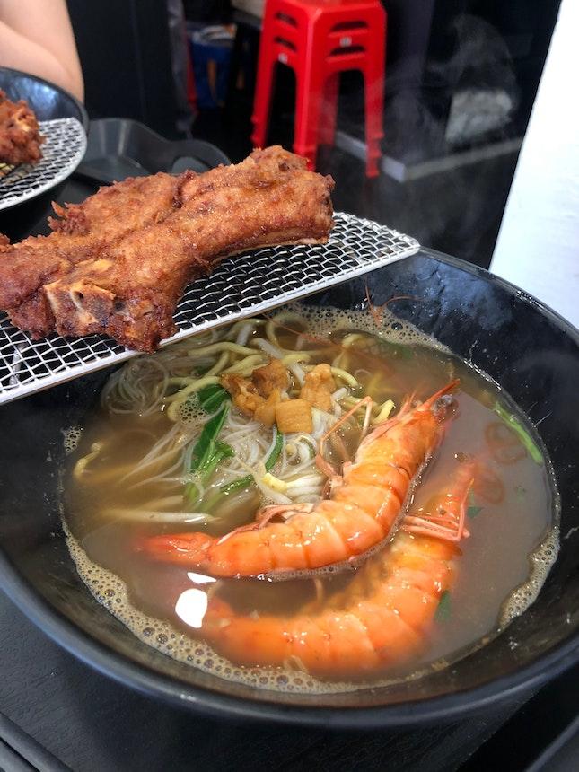 Mediocre prawn noodles, excellent pork chop