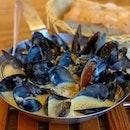 Mussels with Garlic Lemon Butter Sauce