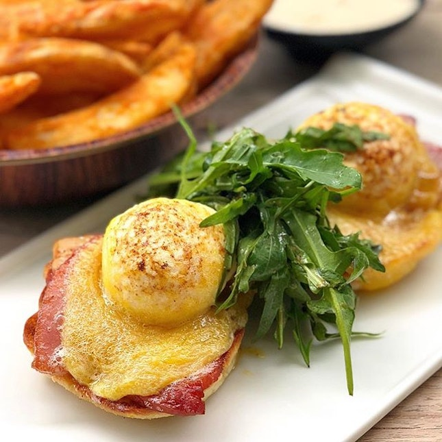 """The Eggs Benedict at Privé still holds a special place in my heart because savouring brunch with a view of yachts just turned real, you know, the """"atas"""" feeling?"""