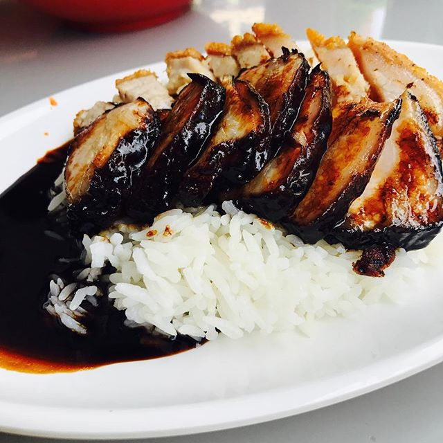 Stumbled upon Kay Lee in the coffeeshop I frequent in Bukit Merah the other day, and tried their signature roast pork and black char siew!