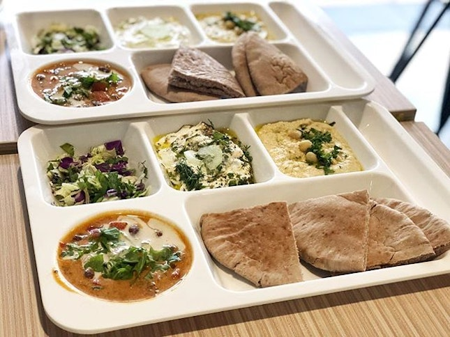Mixed Platter ($15) ⭐️ 4.5/5 ⭐️ 🍴Healthy & delicious #vegetarian middle eastern food at a cosy place.