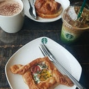 A well deserved treat for my mum, brought her to my usual spot to hang out ❤ 好喜歡聖誕季節限定的杯子😍 #starbucks #星巴克