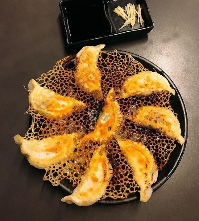 A fancy presentation of fried dumplings, but I wish the taste could be as fancy 😀