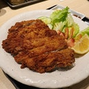 A giant and juicy chicken katsu 🤩 Ichiban Boshi's katsu sauce is one of my favourites!