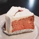 Sakura sponge cake that was quite disappointing 😕