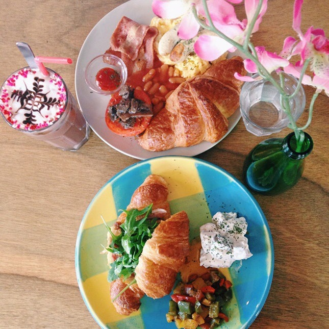 One of the cafés featured in our spanking new 2015 Guide to Best Halal Cafés and Restaurants, La Marelle serves breakfast sets, pies from Windowsill Pies, and more in a whimsical space.