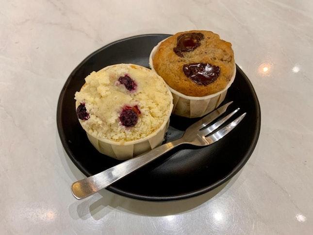 CRUMBLE & BLUEBERRY MUFFIN/BANANA CHOCOLATE MUFFIN
