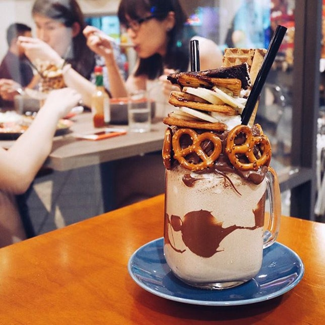 """Nutella Banana 🍌  Somehow when I ordered this, this song came to mind """"My milkshake brings all the boys to the yard~ reminding me of the video @jiaman92 @savethempty took in KL 😂 #onthetable #latergram #sgfoodies #food #foodie #foodgasm #foodstagram #foodphotography #fotd #burpple #igsg #vsco #vscom #vscofood #instafood #instafood_sg #dessert #benjaminbrowns #diningwithcynandcelest"""