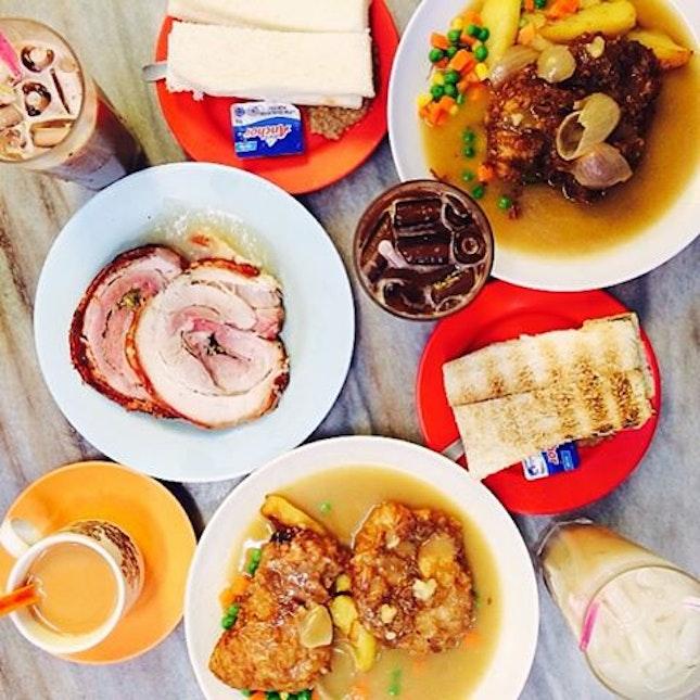 Pork Chop x Chicken Chop x Roast Pork x Kaya Toast x Kaya Steam Bread 😋 #onthetable #food #fotd #foodgasm #foodporn #foodstagram #foodphotography #burpple #brunch #kl #KLkhaos #4ofakindtravels #holiday #travel #clwanderlusting #yutkee #hainanese #foodporn