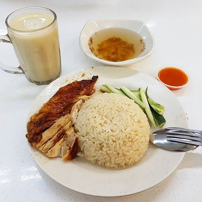 [#FeedTheTheme] The chicken rice was okay, but that cup of horlicks was A1.