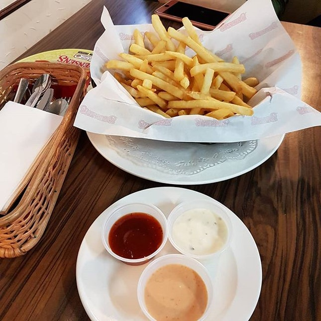 Fries Upsized + 3 Dips
