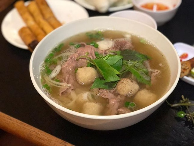 •Pho Bo Vien Nam•Sliced Beef with Ball Pho• 😋👍🏻💯🍜🍜 Clear soup with delicate flavour of herbs and beef.