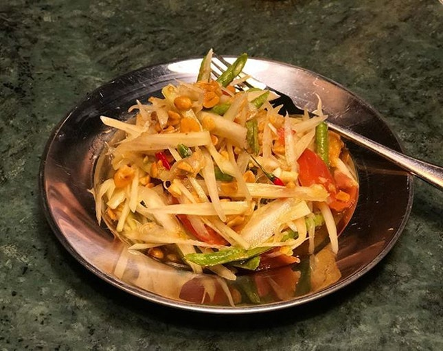 •Green Papaya Salad• 🥗🥙😋👍🏻‼️ Iconic Thai dish which packs a punch!