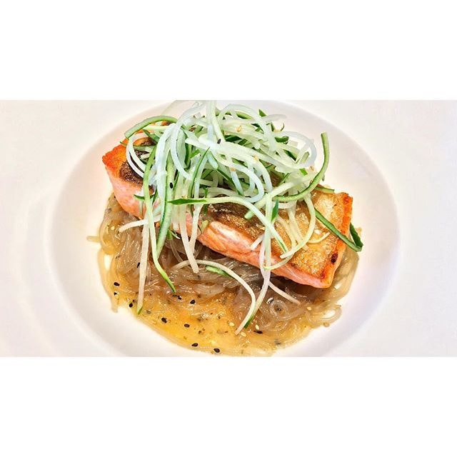   🐟 Refreshing Noodle with Tasty Salmon m、 An Amazing Combination。 ... ~