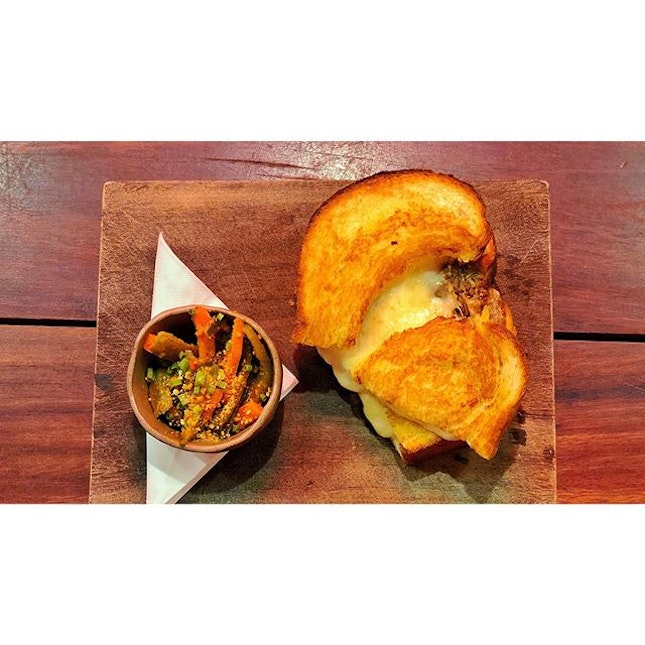 | 🍔 Rendang Grilled Cheese Toast ?...
