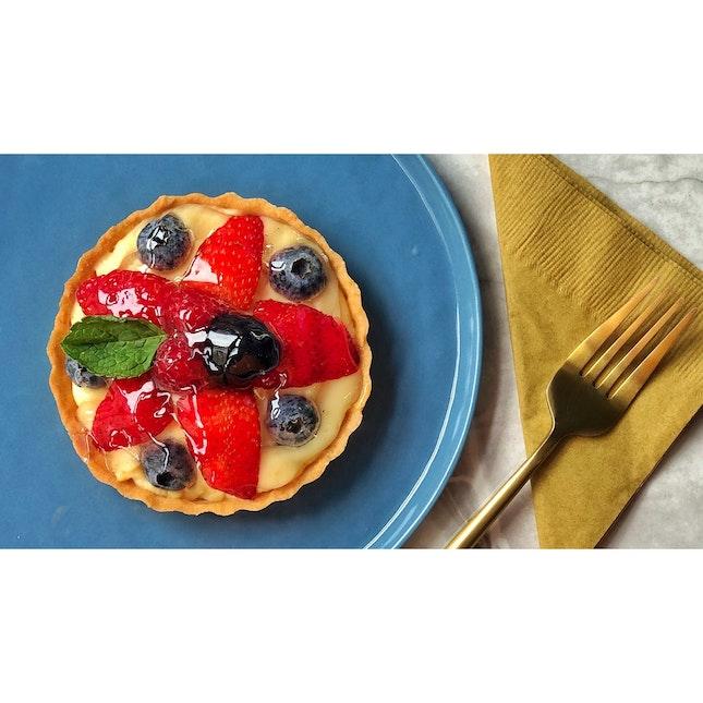 · 🥧 Lovely Fruit Tart !...