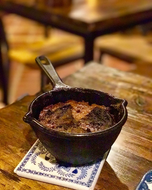 Bread Pudding (swipe for video) To be frank, I was looking forward to try this but im not sure if it's just me, but it feels burnt.