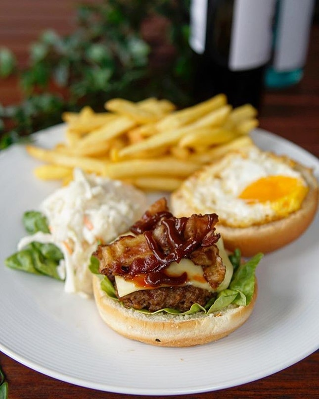 Deluxe Club Burger Something that is exclusive @barbarblacksheepofficial Kent Ridge Branch is this Deluze Club Burger, which consist of a beef patty, sautéed mushroom, cheese,  bacon and a fried egg.