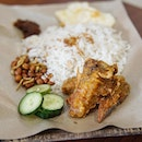Nasi Lemak @mymakanplacesg continues to impress me as with this indo style Nasi Lemak(Nasi uduk) that taste pretty good and has that 'homely' touched.