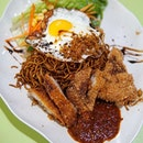 Bami Goreng Set This set apparently comes with chicken cutlet and my fav sunny side up egg and  i guess this is heavily inspired by the indomee or bakmi from Indonesia!