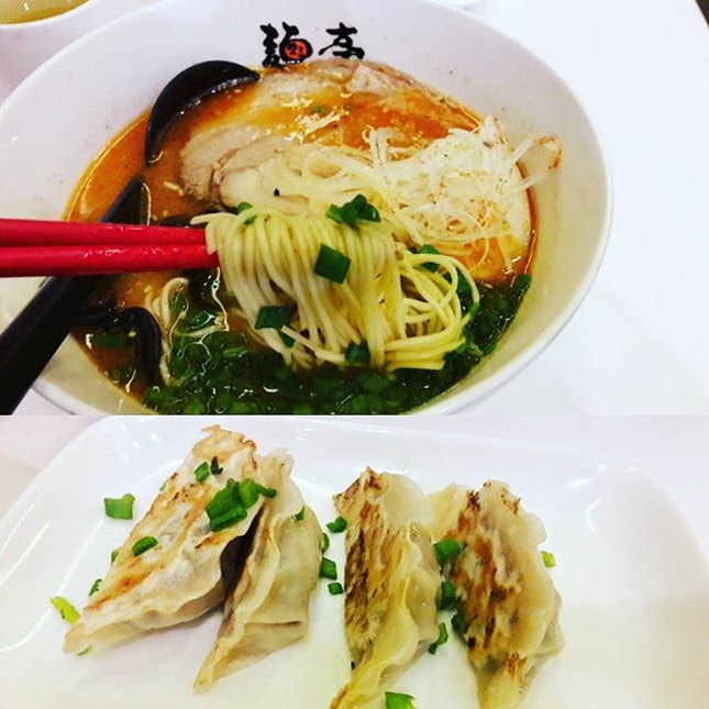 Back for something steaming hot and soupy on a rainy day as such - think tasty broth, succulent pork slices and springy noodles.