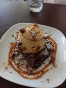 Brownie With Butterscotch, Salted Caramel Ice Cream, Candied Pecans