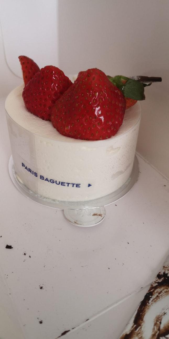 Strawberry Yoghurt Cream Cake 9.5nett