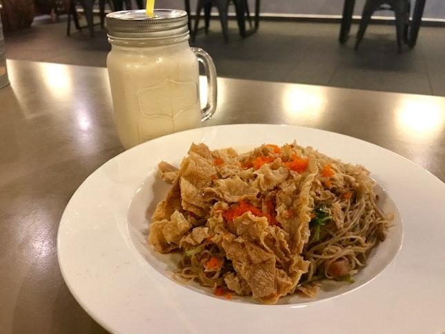 No Name Noodle (RM10), Peanut Butter Milkshake (RM13)