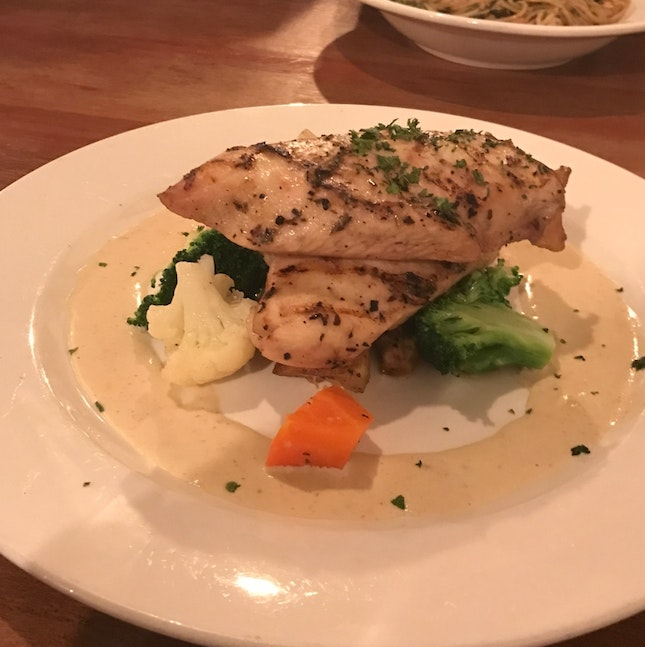 Grilled Chicken Breast w/ Spicy Blue Cheese Sauce (RM33.90)