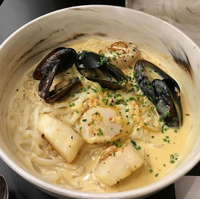 Ebisu S$18 (+$1 to swap toast for inaniwa udon)  Pan seared Hokkaido scallops and mussels in a miso butter cream, paired with chewy inaniwa udon.
