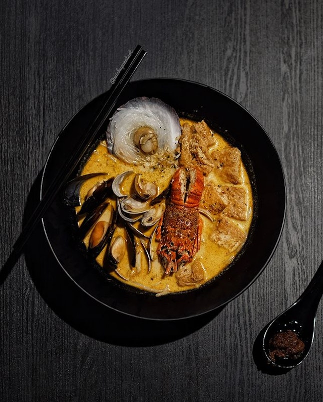 Priced at $10.90, this Seafood Laksa comes with - bamboo lobster, tiger prawn or crayfish - paired with half shell scallop or flower clams - side of either rice or thick bee hoon Would love a richer and thicker laksa gravy for personal liking.