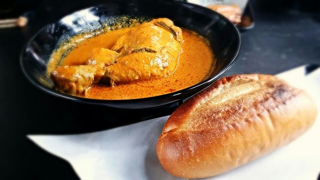 Curry Chicken With Bread
