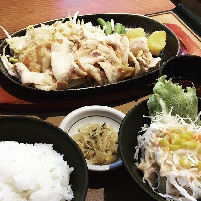 buta teishoku set at $10.90, includes rice, Miao soup and salad.