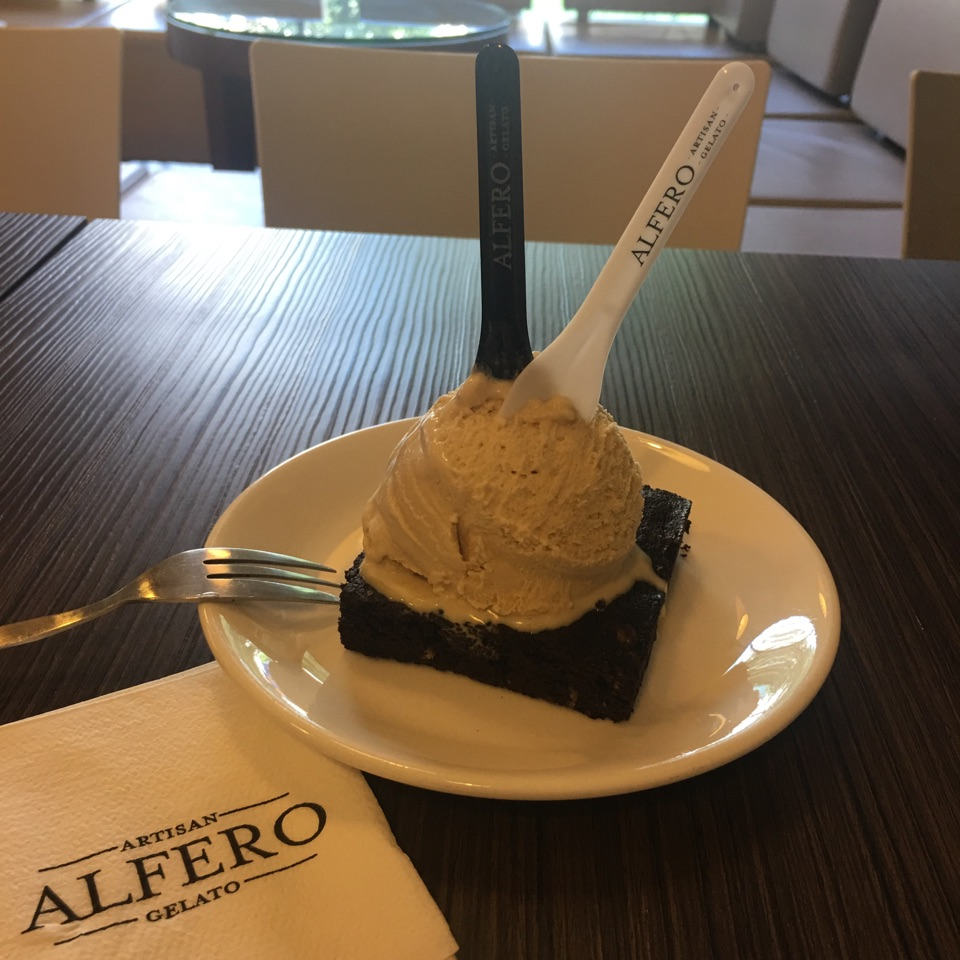 Brownie With Gelato
