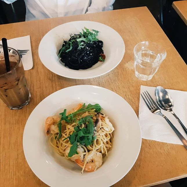 📍 Tolido's Espresso Nook  Prawns Aglio Olio $16 My to order every cafe i go 😂 + point here is that Prawns were already peeled (except the tail).