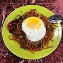 Mee Goreng w/ Egg