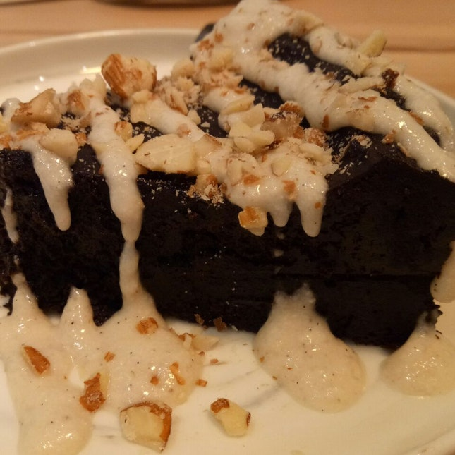 Yummy Flourless Delicious chocolatey Cake
