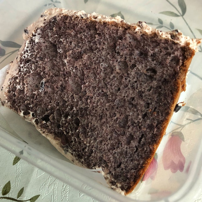 Pulut hitam chiffon cake