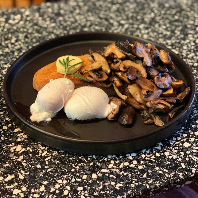Poached Eggs with Mushrooms