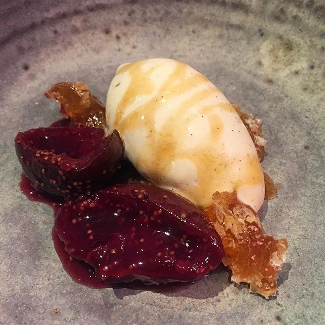 From the specials, figs, honey comb and ice cream.