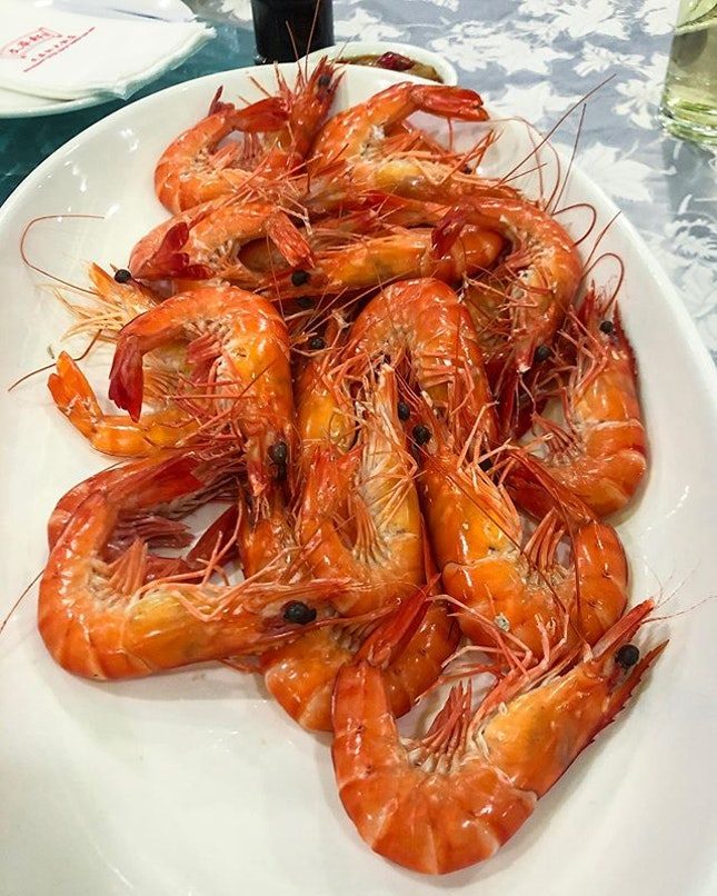 A Cantonese classic, Pak Cheok Har, white boiled shrimp when done right is so good!